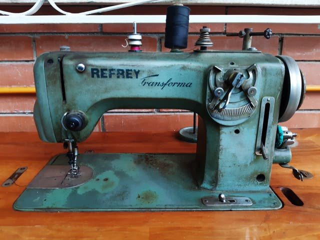 Máquina de coser Refrey transforma.