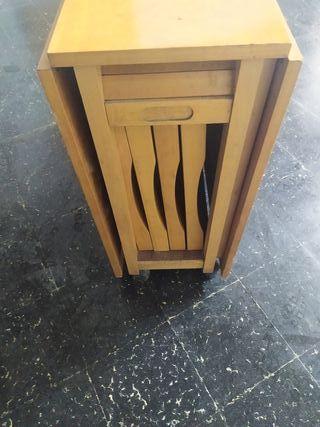 Mesa plegable + 4 sillas.