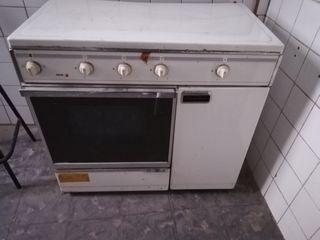 Cocina de gas y horno. .