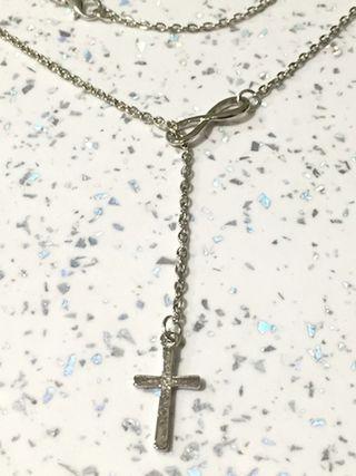 Colgante infinito y cruz