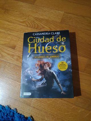 Libro Cazadores de Sombras Ciudad de Hueso