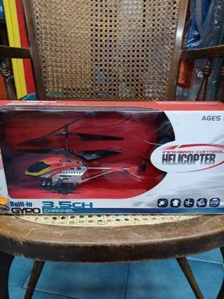 Helicoptero teledirigido.Dron