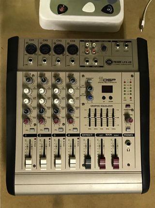 Equipo de sonido, mesa de mezcla con monitores