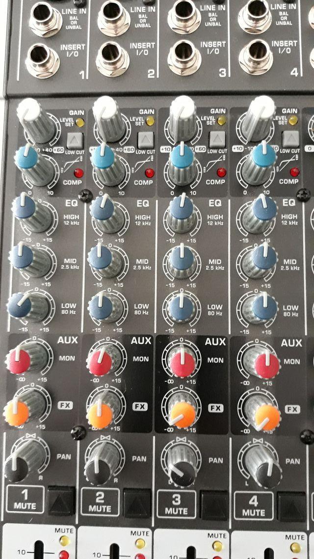 Mesa de mezclas Behringer Xenyx X1222 USB