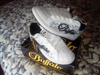 zapatillas marca buffalo, tipo ancho, blancas