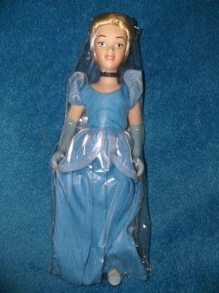 DISNEY muñeca porcelana Cenicienta