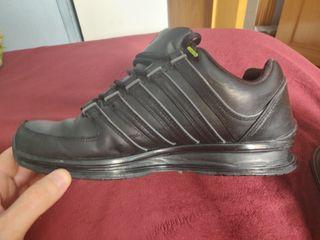 Zapatillas K-SWISS negras número 41,5