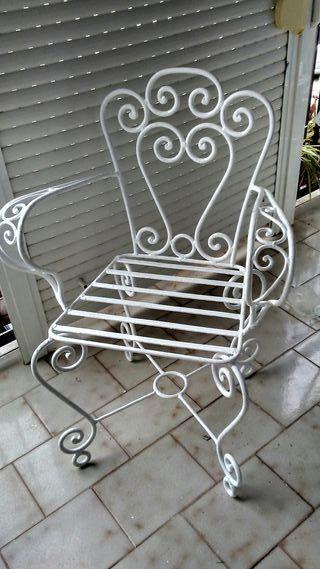 2 sillones y mesa de jardin