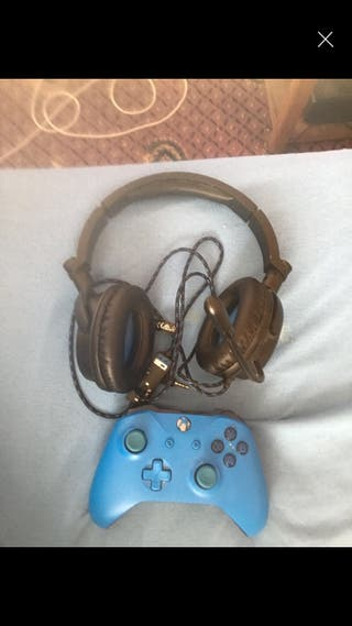 Xbox headset and controller