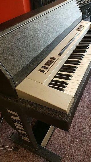 Piano electro acústico Kawai 705M