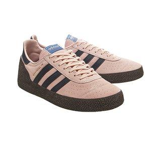 Unisex Classic Shoe. Mens Size 6, Women Size 8