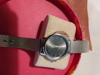 Reloj Mujer de acero, marca Marea.