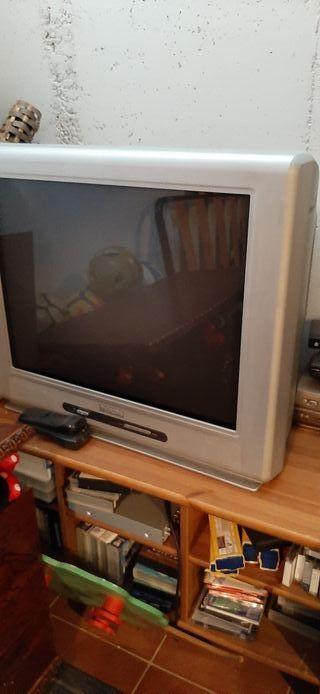 Televisión de tubo Phillips 28 pulgadas.