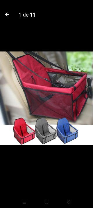 silla de seguridad para perro en el coche