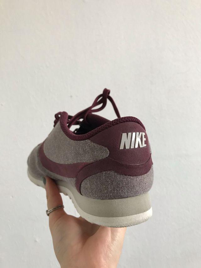 Nike Cortez en granate