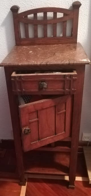 mueble muy antiguo