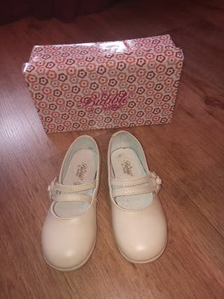 Zapatos niña beige