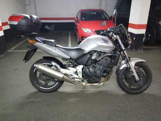 Se vende Honda CBF 600 N, año 2006