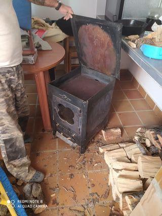 se vende estufa de leña con horno