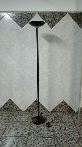 Lámpara de pie halógena regulable