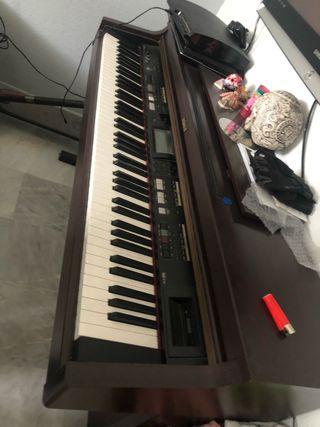 PIANO ROLAND pared