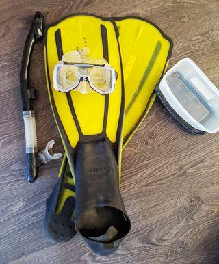Esnorquel, máscara y aletas de natación