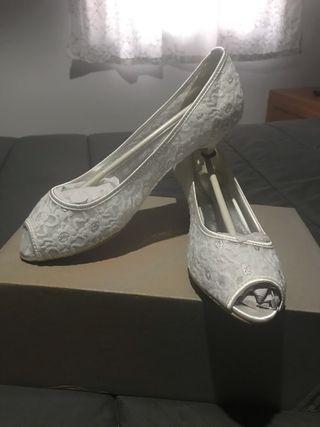 Zapatos de novia tacón bajo