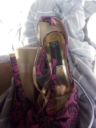 pink and black lace design heels size 6