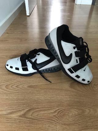Nike halterofilia