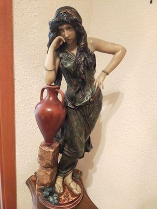 Estatua figura cerámica Rebeca grande