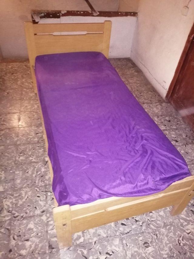 cama i mesita