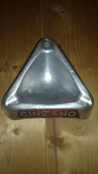Cenicero Cinzano relieve