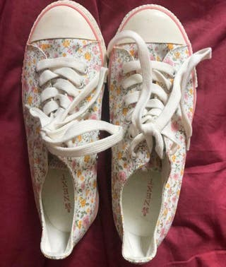 Flower converse style sneakers Size 6