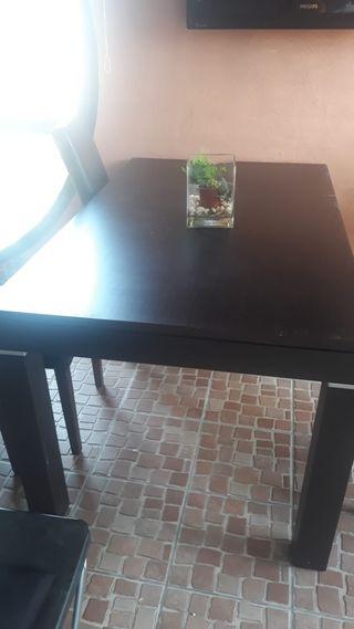 Mesa color wengue más 5 sillas de regalo
