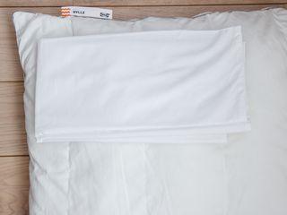 Lot 2 oreillers 65x65 cm Ikea HYLLE + taies en cot