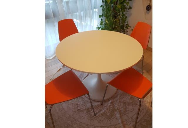 Table ronde Ikea DOCKSTA + 4 chaises bois Orange