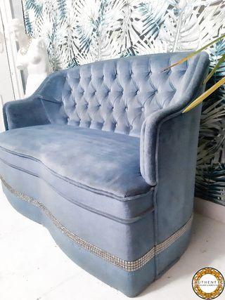 Sofa Capitone Terciopelo Azul 112cm Ancho