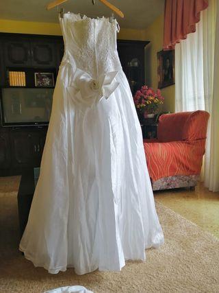 Vestido de novia de palabra de honor con cuerpo de
