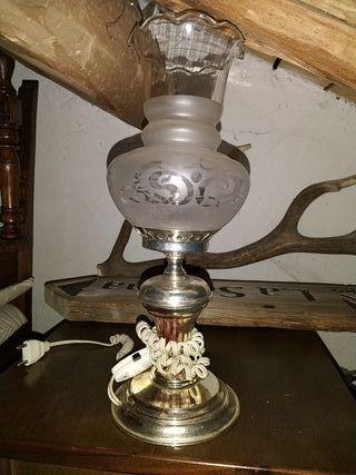 lámpara antigua de mesita
