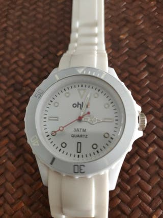 reloj ohla muy bonito apenas utilizado