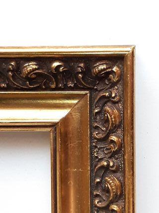 Marco antiguo de madera dorada 48 x 38 cm