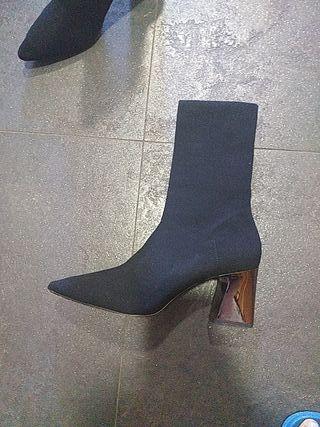 Botín negro Zara