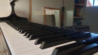 VENDO PIANO DE COLA SCHIMMEL SEMINUEVO