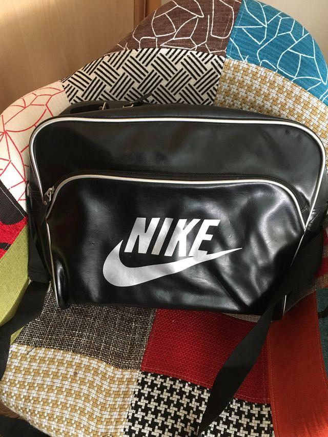 Bandolera Nike piel