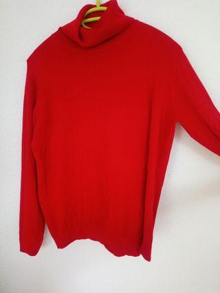camiseta/jersey rojo cuello alto, muy agradable.