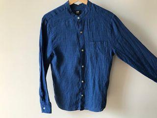 Camisa de lino azul marino cuello maho Talla S