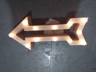 Flecha decorativa con luz