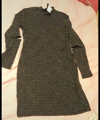 Vestido negro con brillibrilli de H&M