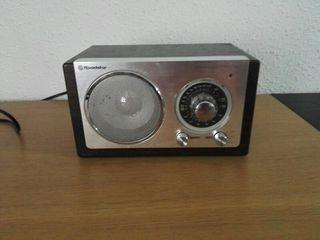 radio analógica FM y MW. estilo vintage.