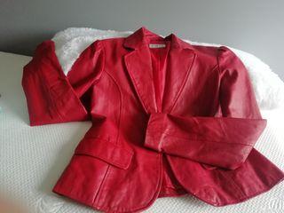 chaqueta piel roja